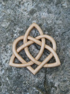 triquetra-with-circle